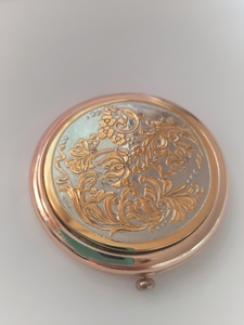 Зеркальце карманное с цветами, покрытие золотом, вставки фианиты